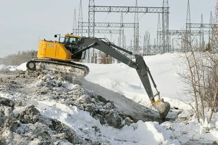 worksite: Excavator on winter worksite