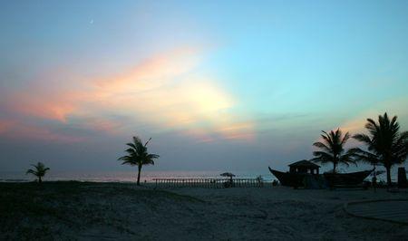 beautiful sunset on the ocean coast of India Standard-Bild