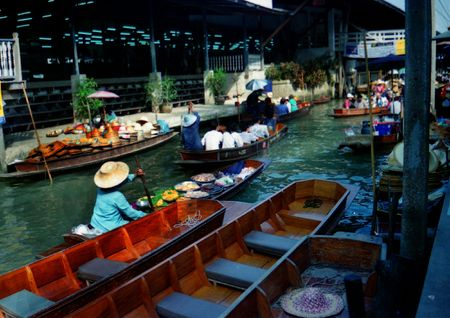 market on water, ka which local garden trucks, which grow in Thailand, are for sale
