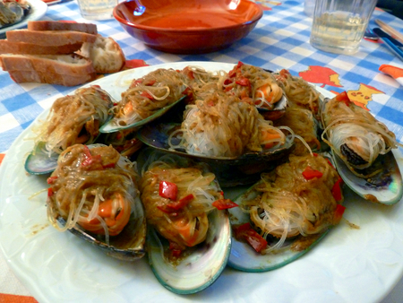 mussels: Mussels with rice noodles Stock Photo