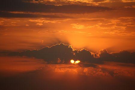 skies; sky; dusk; clouds; nature photo