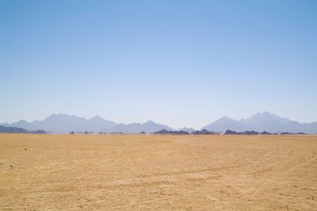 a mirage: Mirage (water) in desert, Africa