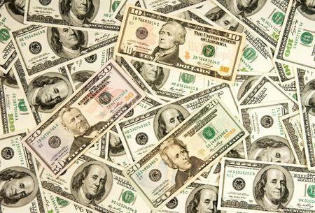 signos de pesos: mont�n de d�lares, fondo de dinero Foto de archivo