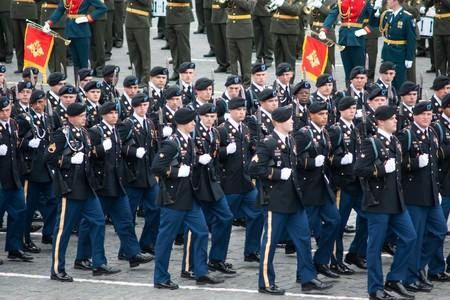 batallón: Moscú - 6 de mayo de 2010: Estados Unidos. Ensayo de vestido desfile militar del 65 aniversario de la victoria en la Segunda Guerra Mundial el 6 de mayo de 2010 en la Plaza Roja en Moscú, Rusia