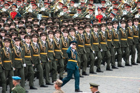 batallon: Mosc� - 6 de mayo de 2010: ensayo de vestir desfile militar del 65 aniversario de la victoria en la Segunda Guerra Mundial el 6 de mayo de 2010 en la Plaza Roja en Mosc�, Rusia  Editorial