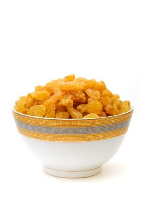 isoalated: raisins in cup isoalated on white