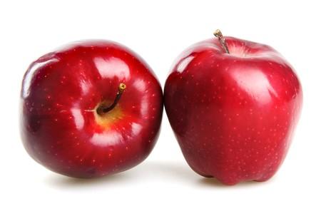 pomme rouge: pommes rouges isol�es sur blanc  Banque d'images