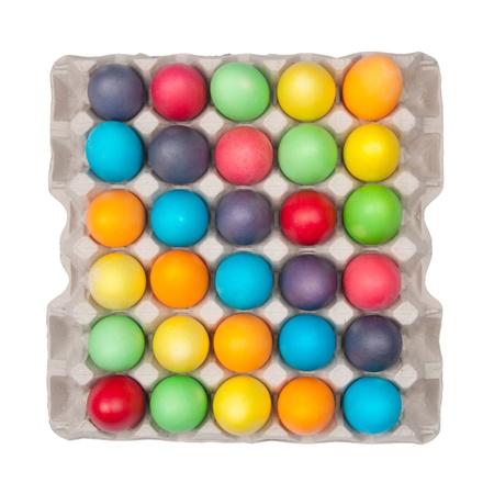 multi colour: varios huevos de color en el cuadro Foto de archivo