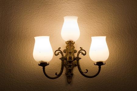 Die Leuchte an der Wand Standard-Bild - 9038581