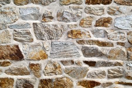 ufortyfikować: kamienny mur