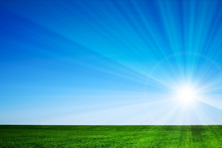 Schöne Landschaft, grünes Gras, blauer Himmel Standard-Bild - 17410402
