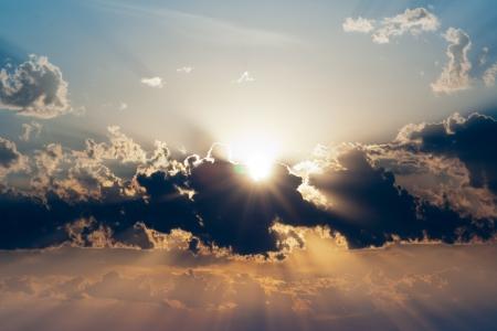 Schönen Sonnenuntergang Standard-Bild - 17989827