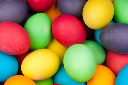 huevo: huevos de color para las vacaciones de Pascua, los antecedentes Foto de archivo