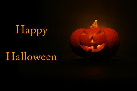lantern, illuminating pumpkin in dark night Standard-Bild