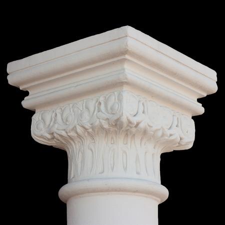 gotico: Blanco capitel de la columna aislados en negro Foto de archivo