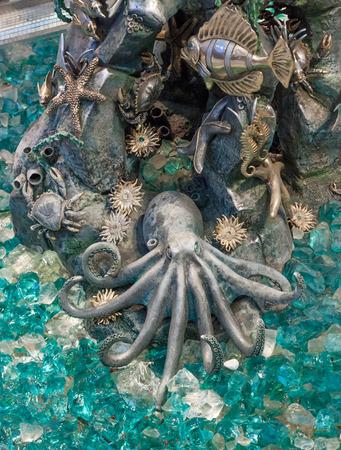 metal sculpture: Scultura in metallo di oktupus, stelle marine, granchi, pesci, rocce, ippocampo e altri.