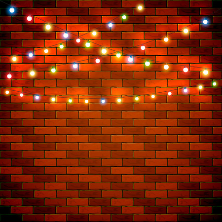 luz de Navidad en el fondo de la pared de ladrillo, decoraciones de vacaciones con luces de colores, ilustración. Ilustración de vector