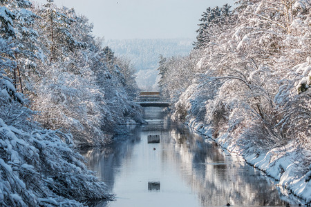 river isar in winter snow and sunshine
