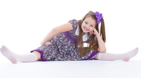 girl sport: ragazza, sport, esercizio fisico, e spago -. Una bella ragazza si siede su una cordicella. isolato su sfondo bianco.