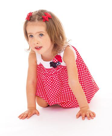 barrettes: Little girl in abito rosso e mollette nei capelli Archivio Fotografico