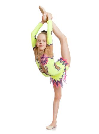 gimnasia: Bella joven gimnasta que hace difícil el ejercicio aislado, sobre fondo blanco