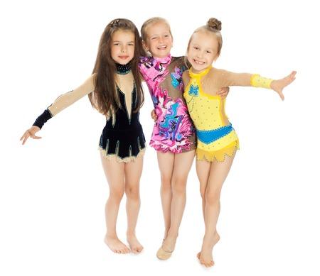 rhythmic gymnastics: Tres muchachas hermosas hermosos trajes de baño de deportes de las muchachas que se abrazan other.Isolated sobre fondo blanco