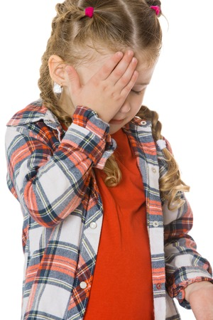 ojos tristes: Upset little girl crying with hand covering the face. Closeup - Isolated on white background.The concept of a Happy childhood and child development