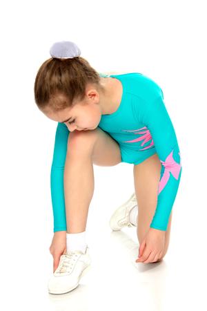 Junges Mädchen Akrobat führen Übungen. Standard-Bild - 79132465