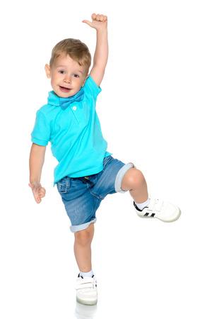 Weinig jongen springen