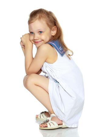 Meisje zit op de vloer. Stockfoto