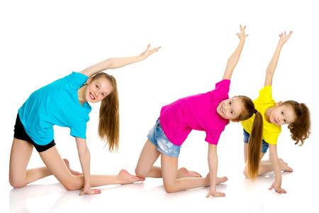 Eine Gruppe von Mädchen Turner Übungen Standard-Bild - 96289038
