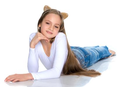 Un'adolescente giace sul pavimento Archivio Fotografico - 97430584