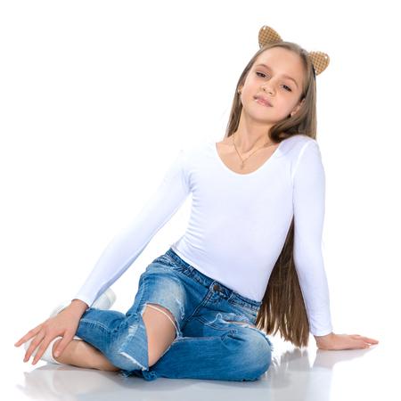 Beautiful teen girl in jeans with holes. Standard-Bild