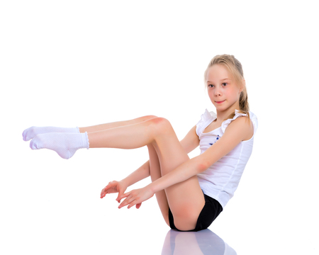 De turner voert een acrobatisch element op de vloer uit. Stockfoto - 101309333