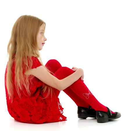 Little girl hugging her knees. Banque d'images