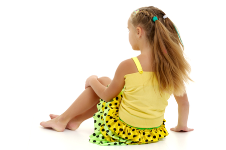 Little girl is sitting on the floor. Banque d'images - 117029952