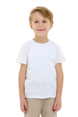 Emotionele kleine jongen in een puur wit t-shirt. Stockfoto