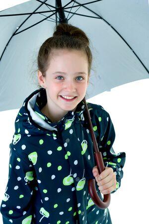 Little girl under an umbrella. Foto de archivo - 131364876