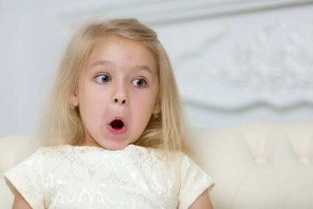The little girl was very surprised by what he saw. Stockfoto