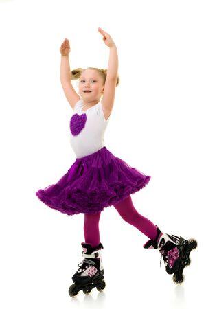 Little girl on roller skates. 版權商用圖片 - 131828726