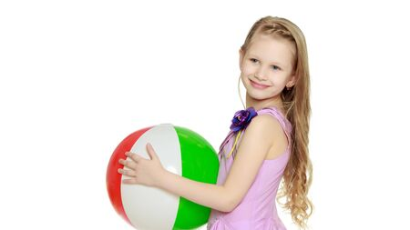 Little girl is playing with a ball.The concept of childrens spo Banque d'images - 134834078