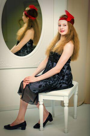Beautiful little school teen girl posing in a photo studio near Banque d'images - 135426183