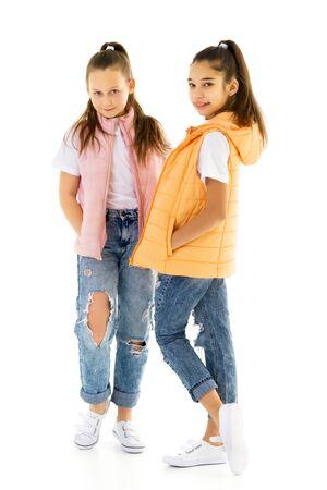 Deux jolies petites filles en pleine croissance