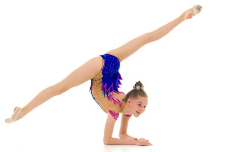 A gymnast performs an exercise stance on her forearms. Stockfoto