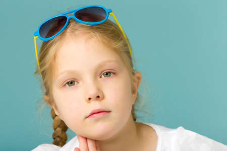 Little girl in sunglasses.The concept of youth fashion and style of clothes. 免版税图像