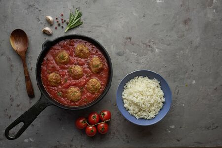 Pan with meat balls in tomato sauce. Flat lay, top view with copy space Imagens