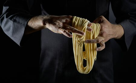 Chinese Chef Makes Noodles by Hand. Hand Pulled Noodles. Imagens