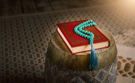 Islamic holy book Koran with rosary beads, muslim faith Allah and prophet Muhammad holy spirit religion symbol concept Stockfoto - 140525003