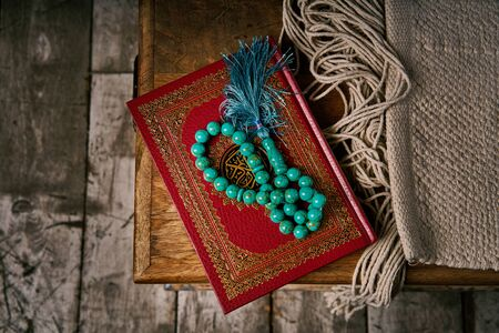 Islamic holy book Koran with rosary beads, muslim faith Allah and prophet Muhammad holy spirit religion symbol concept Stockfoto - 140525358