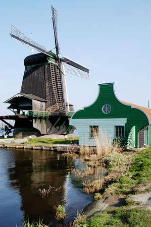 zaanse: Molen aan de rivier op de Zaanse Schans, Holland